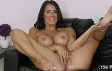 Reagan Foxx - Blued Eyed Milf Reagan Foxx Live