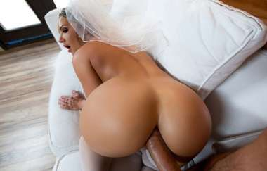 Cali Carter, Keiran Lee - Big Wet Bridal Butt - Big Wet Butts