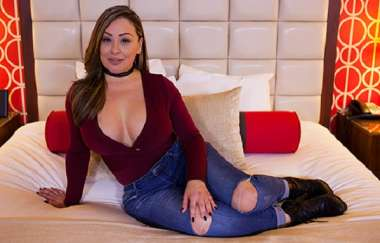 Lolana - Hour Glass Figure Latina Milf