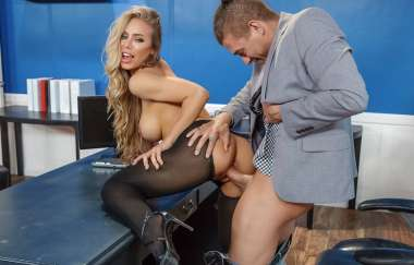 Nicole Aniston, Xander Corvus - Summertime And The Livin' Is Sleazy - Big Tits At Work