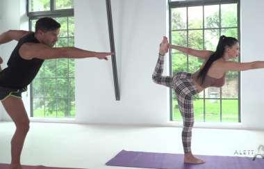 Aletta Ocean - Hot Yoga With Aletta