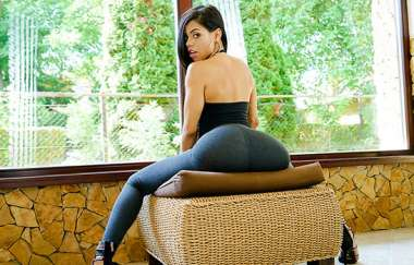 Canela Skin - Sexy Latina Shows Us Her Positions - Oyeloca