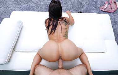 Lola - Thick And Real Horny