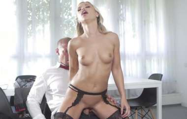 Lola Blond - Is Ready To Fuck Her Husband As Soon As He Finishes Work - Bangglamkore