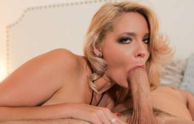 Lisey Sweet, Brad Knight - Mom Goes Balls Deep