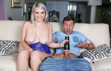Sunny Hart , Jessy Jones - Large And In Charge - Big Naturals