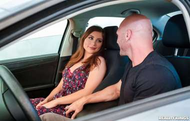 Kayla Paris , Johnny Sins - Grinding It Out - Sneaky Sex
