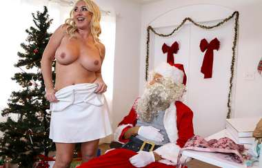Janna Hicks, Liv Wild - Santa Is Cuming To Town - Big Tits Round Asses