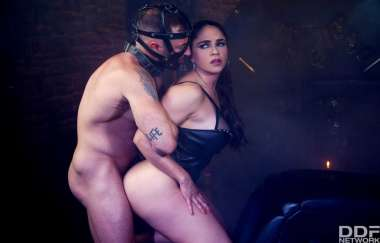 Marta Lacroft - Masked Man Submission - Houseoftaboo
