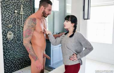 Charlotte Sartre , Quinton James - A Squirt For A Cheat 2 - Rk Prime