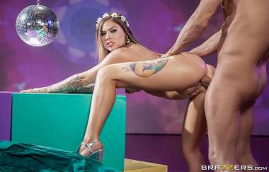 Karmen Karma, Xander Corvus - Flower Pounder - Big Wet Butts