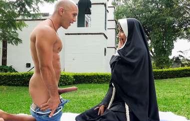 Dirty Nun Fucks The Gardener – Yudi Pineda