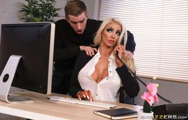 Nicolette Shea, Danny D - Massaged On The Job - Dirty Masseur