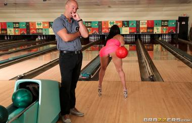 Bowling For The Bachelor – Valerie Kay