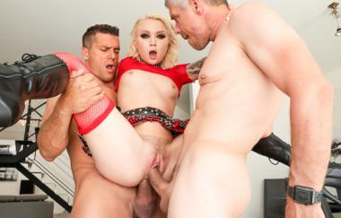 Dakota Skye, Mick Blue, Ramon Nomar - Dakotas Double Penetration Threesome