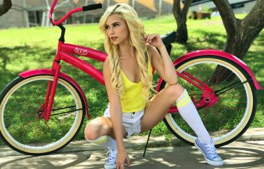 Kiara Cole - My Lil Sis Can Ride My Bike And My Cock