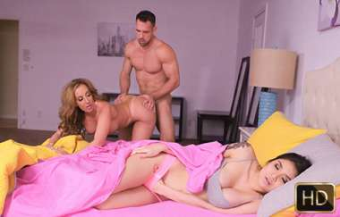Brenna Sparks, Richelle Ryan - Dirty Daughter Dirtier Stepmom - Badmilfs