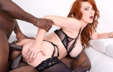 Isabella Lui - Stunning Milf Debuts With Interracial Threesome