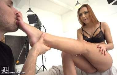 Ornella Morgan, Max Fonda - Foot Model