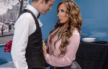 Richelle Ryan, Justin Hunt - Christening The Cougar - Milfs Like It Big
